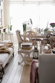 3 Tips for Purchasing a Kitchen Table at the Furniture Store