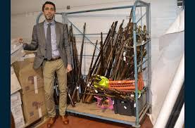 salle de vente aux encheres principal une vente aux enchères de 1 200 armes anciennes