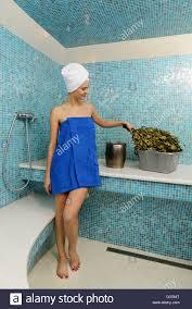 nackte frau bad sauna entspannung spa salon ein junge