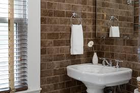 kleines bad größer wirken lassen tipps für mehr stauraum