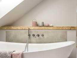 dekoration für das bad unterm dach helle farben und