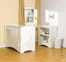 chambre bébé lit commode cuisine lit bã bã et mode ã langer en bois chambre en bois petit