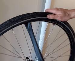 chambre à air velo tuto comment enlever une roue de vélo et remonter un pneu