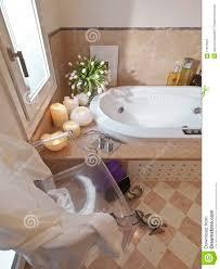 klassisches badezimmer und stuhl und schuh stockbild bild