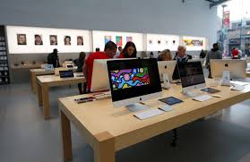 3 Palo Alto Christmas Tree Lane by Burglars Crash Car Into Apple Store In Palo Alto