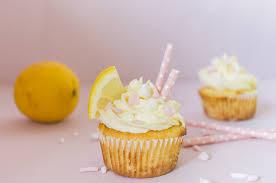 zitronen cupcakes mit frischkäsefrosting low carb