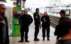 gare du nord un homme armé d un couteau crée un mouvement de
