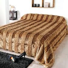 dessus de lit 2 personnes couvre lit matelassac jacquard et ses