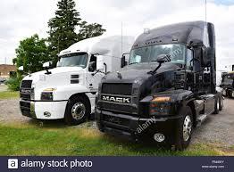 100 Mack Semi Trucks Two Anthem American Semi Trucks Stock Photo 209693287 Alamy