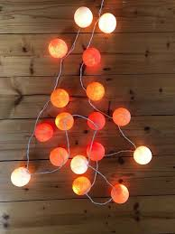lichterkette bälle orange rot deko garten wohnzimmer