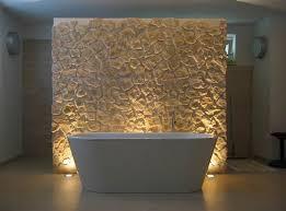 badezimmer mit badewanne und rückwand aus stein badezimmer
