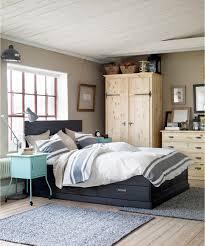verschiedenfarbiges holz im schlafzimmer dielenbode