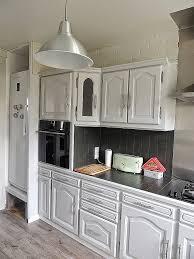 relooker une cuisine rustique en moderne repeindre sa cuisine en blanc moderniser un meuble en chêne best of