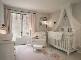ambiance chambre bébé fille épinglé par tayara carminatti sur quartos de bebê bébé