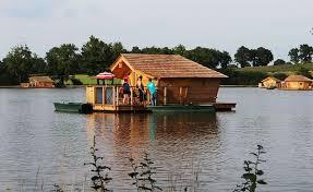chalet sur l eau nuit dans une cabane sur l eau pour 2 flottant de