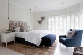 elegantes schlafzimmer mit weiss blauen bild kaufen