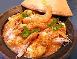 cuisiner les gambas tajine de lotte et gambas au curry la recette facile par toqués