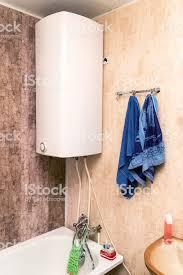 startseite elektro oder gaswasserheizung im bad stockfoto und mehr bilder anpassen