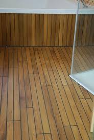 schiffsdeck parkett teak yachtboden mit schwarzer fuge