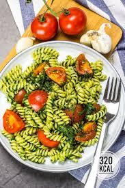 nudeln mit spinat tomaten und parmesan schnell einfach