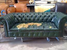 restaurer un canapé rénovation canapé chesterfield neocuir