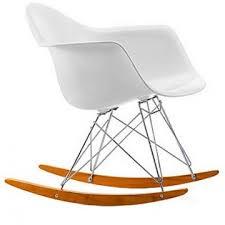 chaise a bascule eames la chaise à bascule eames la cerise sur la décô
