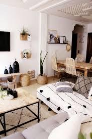 marokkanisches boho wohnzimmer dekoriert mit artikeln aus