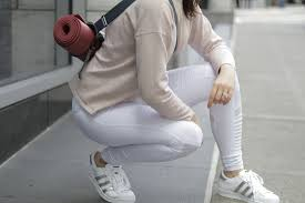 With Spring Here And Summer Approaching Fresh White Yoga Pants Are The Right Amount Of Daring Theyre Crisp Clean Sleek Offering A New Twist On
