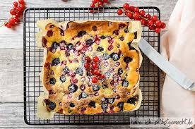 blitz kuchen mit buttermilch und früchten der saison habe