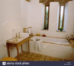 schmale fenster oben bad im stall umbau badezimmer mit