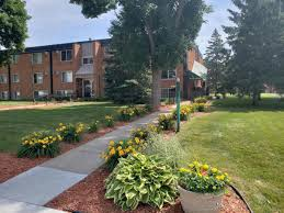 100 Century House Apartments Oaks Oakdale MN From 770 Per Month