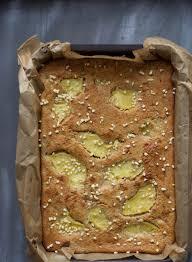 mandelkuchen mit buttermilch und ananas zucker stückchen
