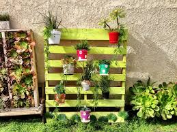 Pleasing To The Palletpallet Garden Painted Pots Of Succulents On Pallet Using Hangapot Hangers