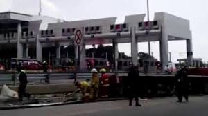 Wild Truck Crash In Mexico - YouTube Video Gravel Truck Crashes Through Intersection Of 22 And Jester Best Accident Compilation 2016 Part 1 Youtube Holes Scene Dutch Subs Best Of Rc Trucks In Action Cool Machines At Work Fantastic Monster Jam 2012 Tampa Truck Crash Compilation 720p Crashes Into Bus Viralhog My Videos Review Semi Truck Crash Challenge Brick Rigs Multiplayer Gameplay Lorry Aberdeen Heavy Recovery Yellow Z06 Corvette So Badly It Must Be Scraped Off Asphalt Ustruck Ice Road Truckers American Lastwagen Beamng Drive Gavril D15 Trophy Beta Testing 35