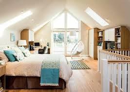 schlafzimmer mit dachschräge das richtige bett am