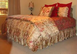 Discontinued Ralph Lauren Bedding by Ralph Lauren Queen Size Guinevere Comforter In Great Condition