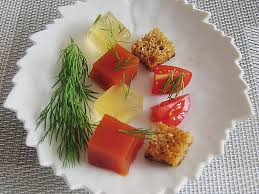 zweierlei oder dreierlei der tomate mit graubrotcroutons