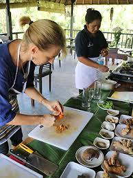 aide de cuisine cours de cuisine à bali et recettes balinaises