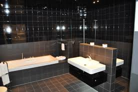 fliesen fürs badezimmer helle oder dunkle fliesen mosaik