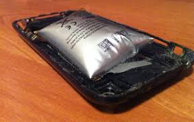 iPhone 3GS Battery Balloons To Verge Exploding
