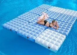 canapé lit gonflable lit gonflable modulable piscine et terrasse signé pigro felice