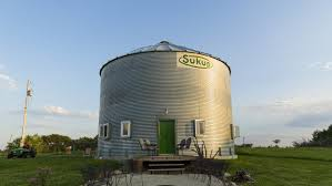 Bob And Ann Quinn Of West Des Moines Iowa Built Own This Home Made From A Grain Bin Silo In St Charles It Sits On An Acreage That Includes