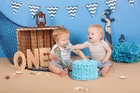 cake smash zum ersten geburtstag ein lustiges fotoshooting