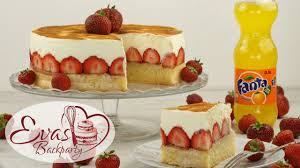 fanta kuchen mit erdbeeren schmand kuchen erdbeer torte mit fanta backen evasbackparty
