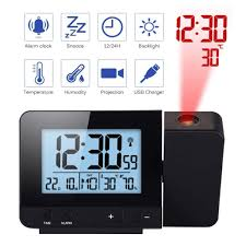 projektionswecker für schlafzimmer digitaler wecker mit großer led anzeige und dimmer 180 projektor usb ladegerät 12 24 h sommerzeit schlummer