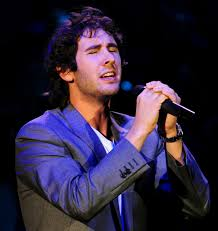 concert review josh groban plays to audience with humor and