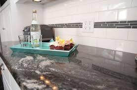 plan cuisine granit plan de travail en granit noir pour une ambiance tendance et naturelle