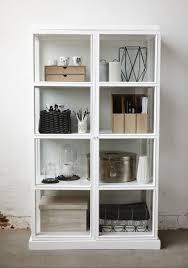 hübsch interior skandinavische vitrine aus glas weiß