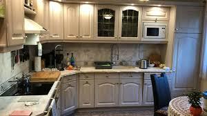 schöne küche mit vielen geräten einbauküche