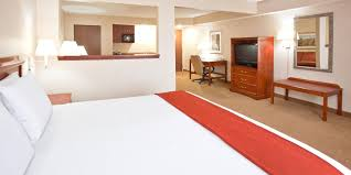 Holiday Inn Express & Suites Bowling Green Hotel by IHG